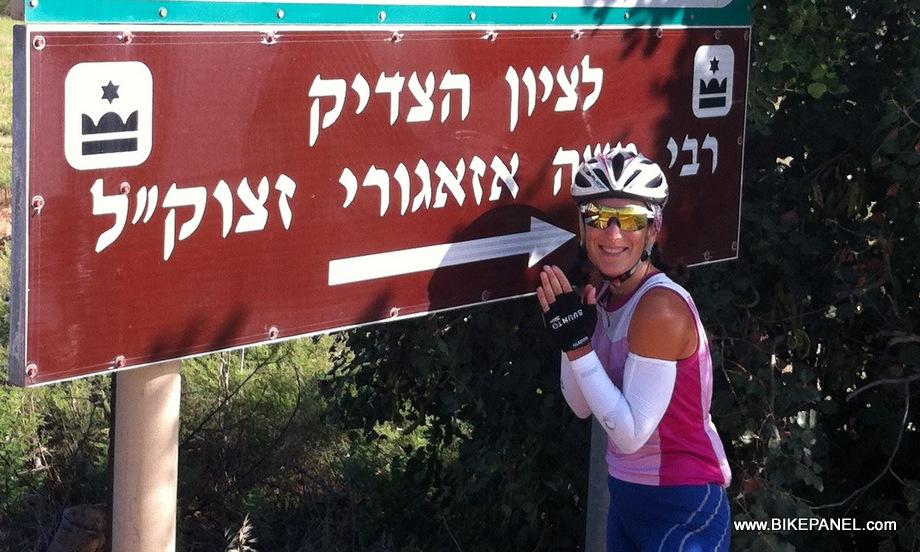 הטריאתלטית דנה צימרמן מתפללת להצלחתה בתחרות