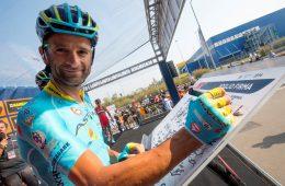Michele Scarponi alla partenza della Milano-Torino cycling race from San Giuliano Milanese to Superga , 28 September 2016. ANSA/CLAUDIO PERI