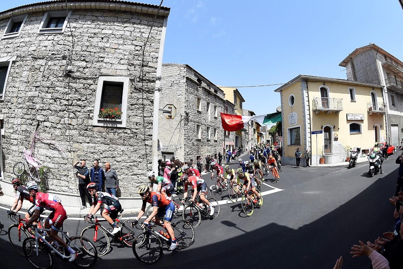 Foto LaPresse - Fabio Ferrari 06/05/2017 Olbia, Sassari (Italia) Sport Ciclismo Giro d'Italia 2017 - 100a edizione - Tappa 2 - da Olbia a Tortoli' - 211 km ( 131 miglia ) Nella foto:durante la gara. Photo LaPresse - Fabio Ferrari 06/05/2017 Olbia, Sassari Italy ) Sport Cycling Giro d'Italia 2017 - 100th edition - Stage 2 - Olbia to Tortoli' - 211 km ( 131 miles ) In the pic:during the race.