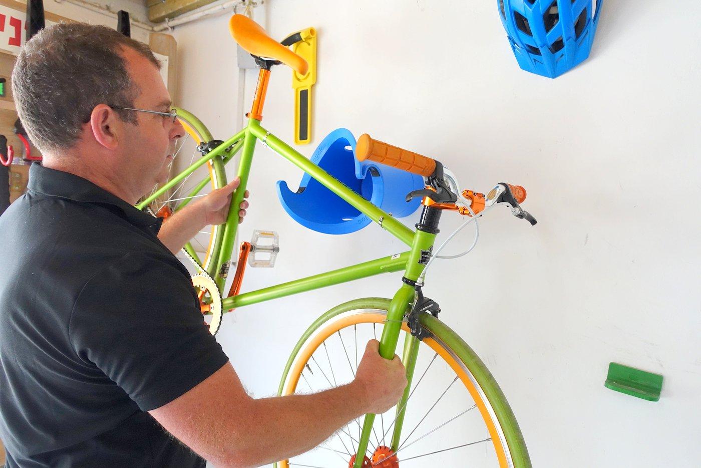 מורדי מדגים את מוצרי Cycloc: קטגוריה נוספת של מוצרים בחן אופן: