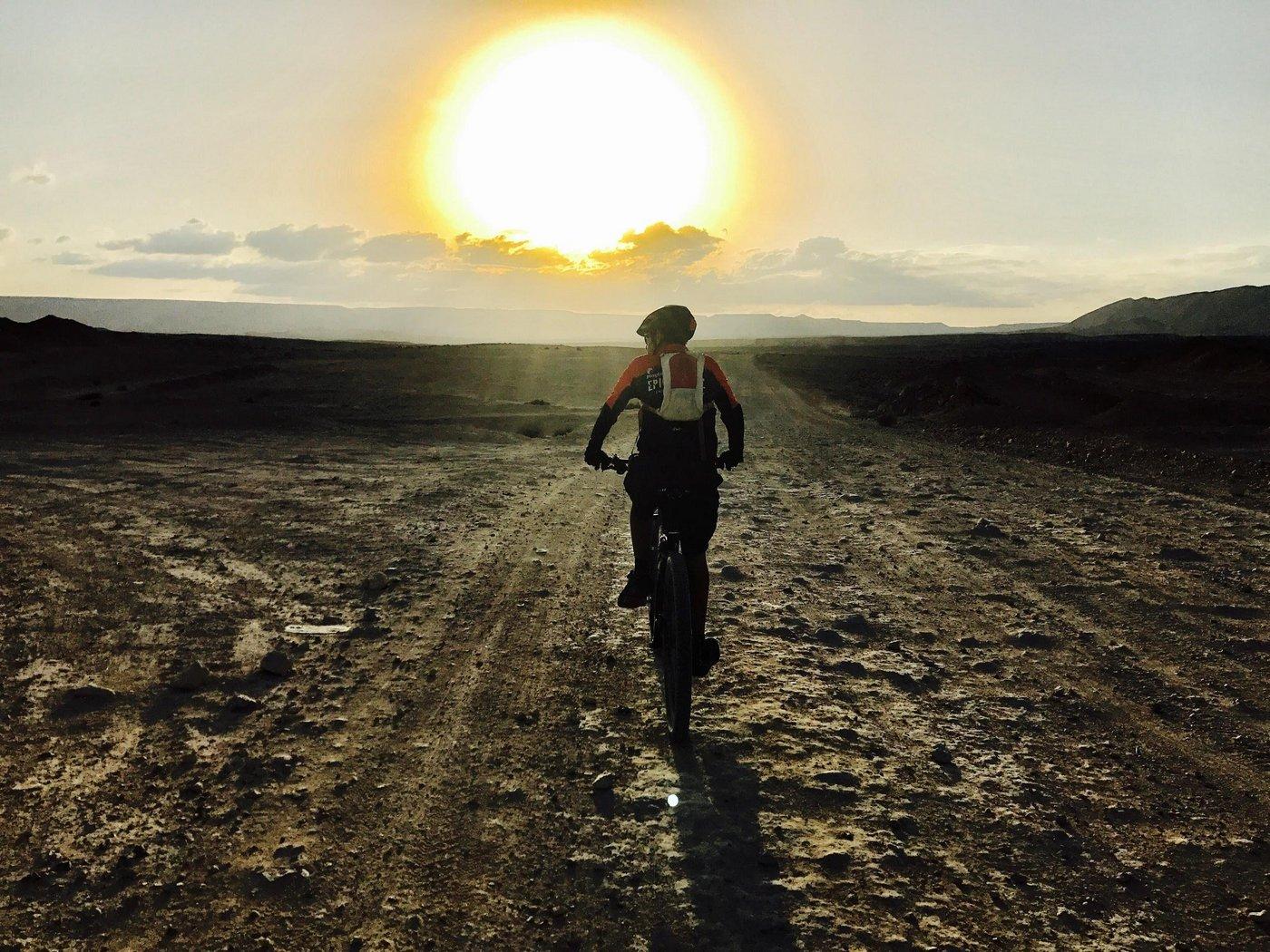 """42 שעות של מאמץ בנונסטופ 700 – ה""""מהר לעמק"""" של האופניים / איתי הלוי"""