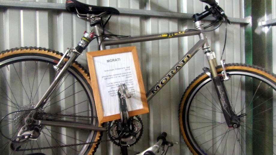 אופני מוראטי, חברת בוטיק צ'כית שהתמחתה ביצור חלקי מטוסים מטיטניום מציגה סופטייל על ידי בולם אוויר (ניל אובראיין, מזהה?)