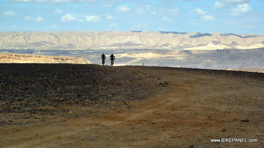 התמודדות קשה, ארוכה, עם המדבר ועצמך. צילם: אורי ניצן