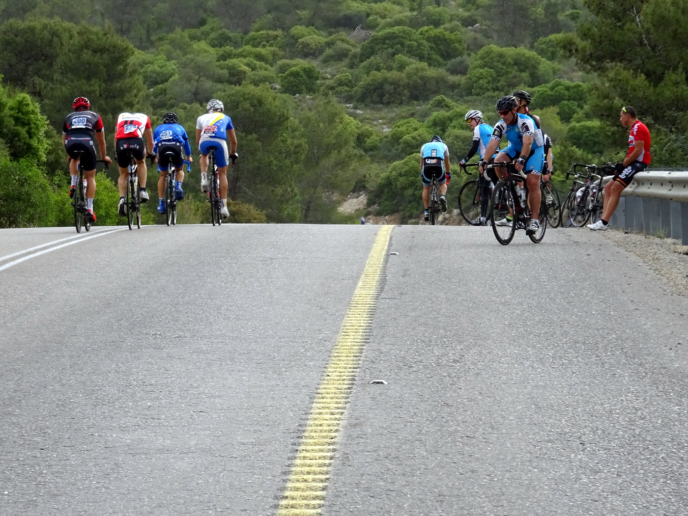 על האלפ דואז המקומי - ואפילו היו רוכבים שבאו לעודד!