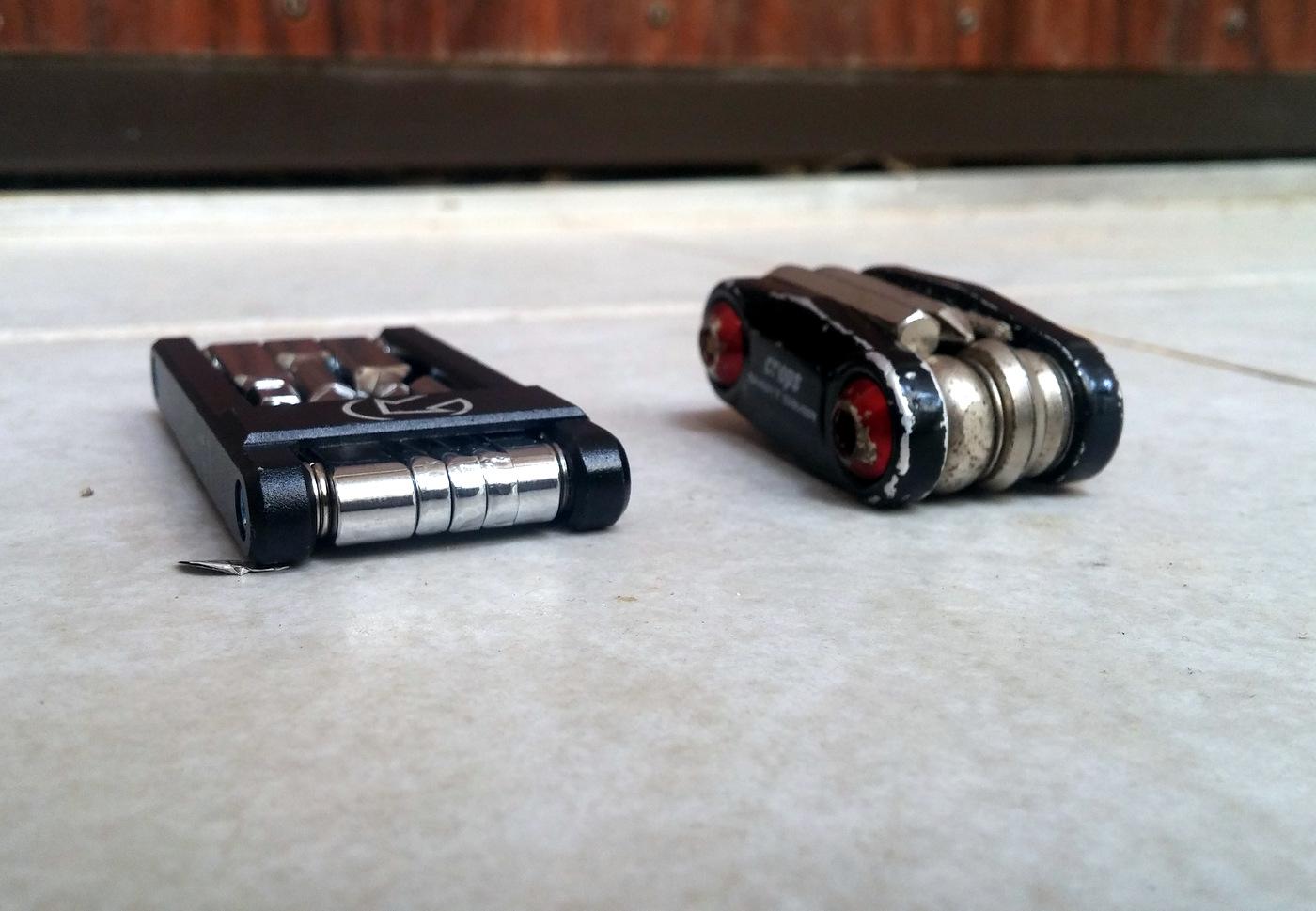 מימין: הכלי הישן שלי - קצרצר ושמנמן. משמאל ה Pro החדש: רזה, אלגנטי, ארוך יותר והרבה יותר דק