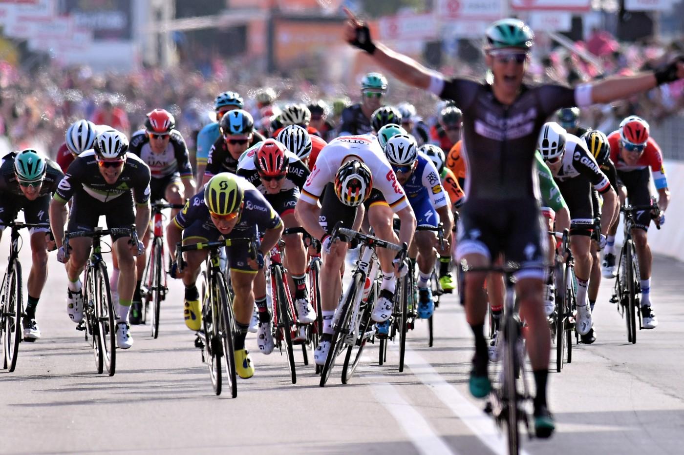 Foto LaPresse - Gian Mattia D'Alberto 05/05/2017 Olbia (Italia) Sport Ciclismo Giro d'Italia 2017 - 100a edizione - Tappa 1 - da Alghero a Olbia - 206 km ( 128 miglia ) Nella foto: Lukas Pöstlberger, vincitore di tappa e maglia rosa Photo LaPresse - Gian Mattia D'Alberto 05/05/2017 Olbia ( Italy ) Sport Cycling Giro d'Italia 2017 - 100th edition - Stage 1 - Alghero to Olbia - 206 km ( 128 miles ) In the pic: Lukas Pöstlberger, winner of the stage and pink jersey
