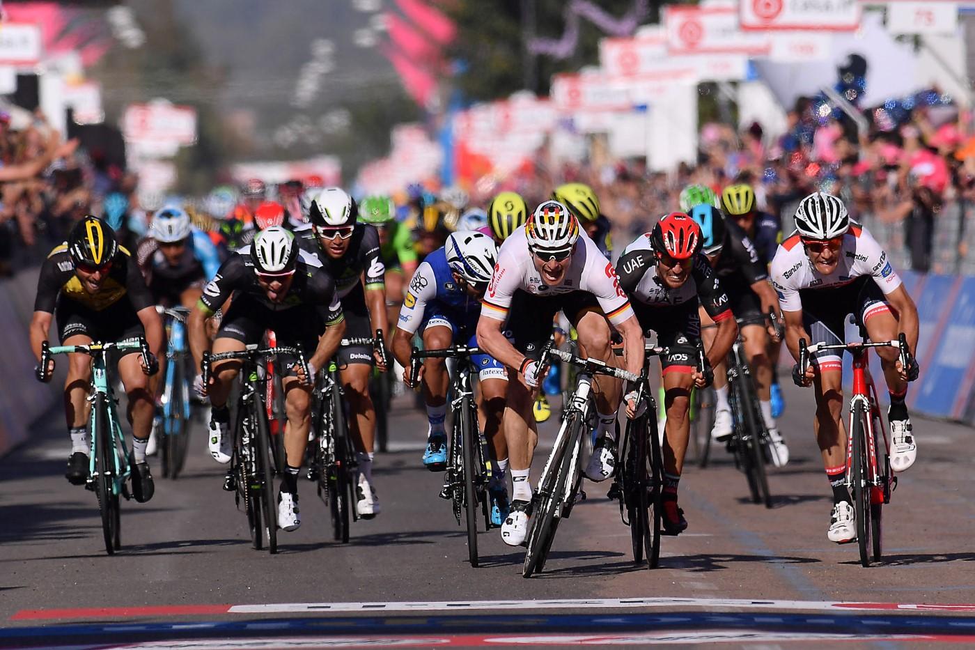Foto LaPresse - Gian Mattia D'Alberto 06/05/2017 Tortoli' (Italia) Sport Ciclismo Giro d'Italia 2017 - 100a edizione - Tappa 2 - da Olbia a Tortoli' - 211 km ( 131 miglia ) Nella foto: la volata finale di GREIPEL AndrŽ ( GER )( Lotto Soudal ) , vincitore di tappa e maglia rosa Photo LaPresse - Gian Mattia D'Alberto 06/05/2017 Tortoli' (Italy ) Sport Cycling Giro d'Italia 2017 - 100th edition - Stage 2 - Olbia to Tortoli' - 211 km ( 131 miles ) In the pic: GREIPEL AndrŽ ( GER )( Lotto Soudal ) , winner of the stage and pink jersey