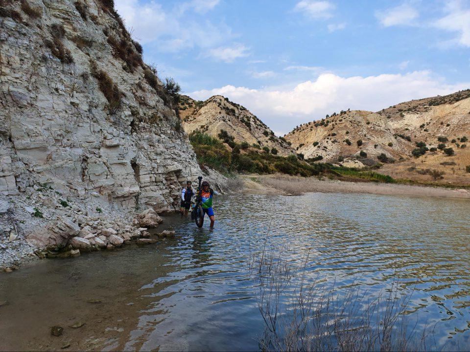 רוכבים בקפריסין