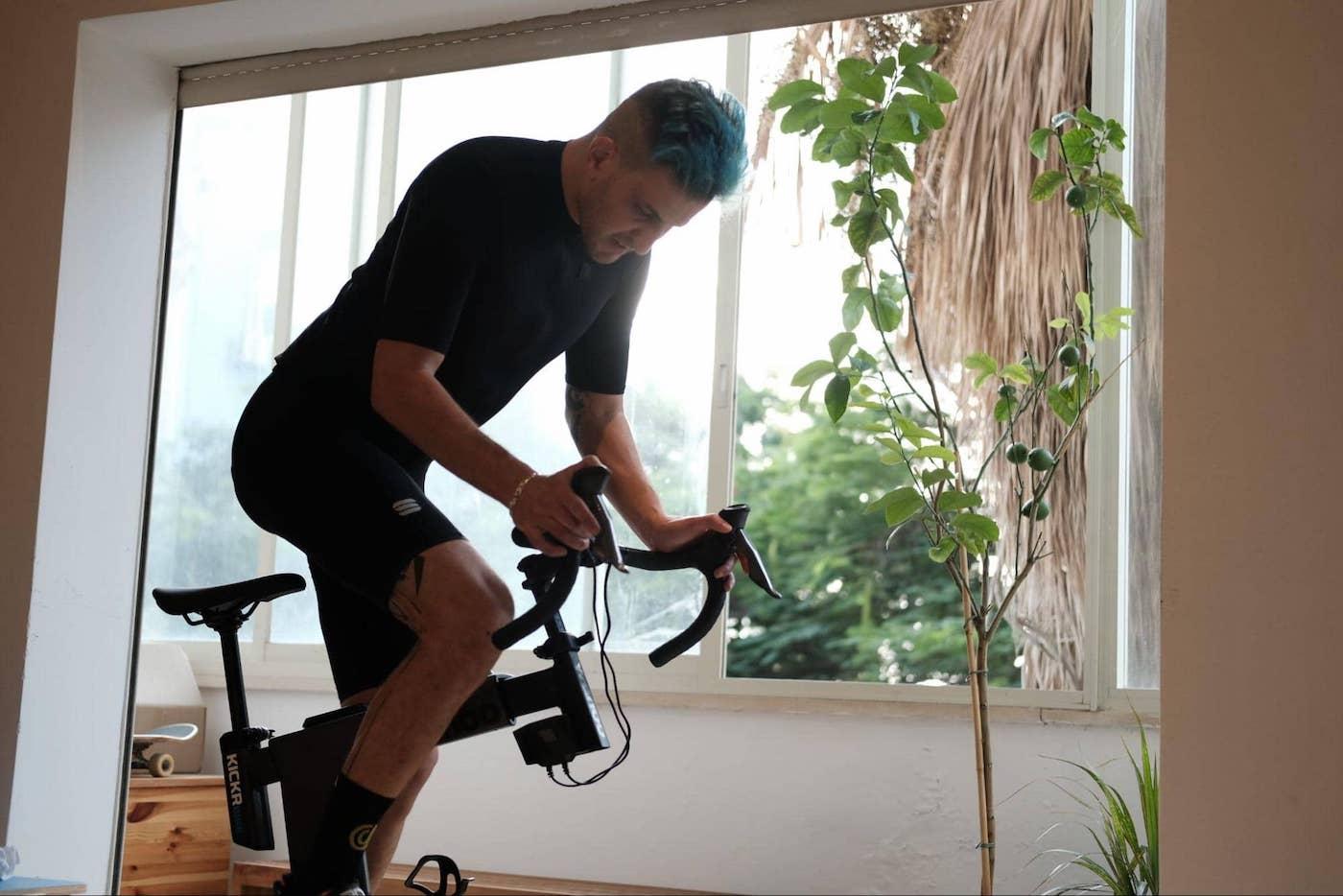 רכיבת אופניים בבית